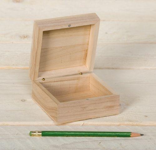 BOX by Artemio  - Дървена кутийка квадрат с магнит